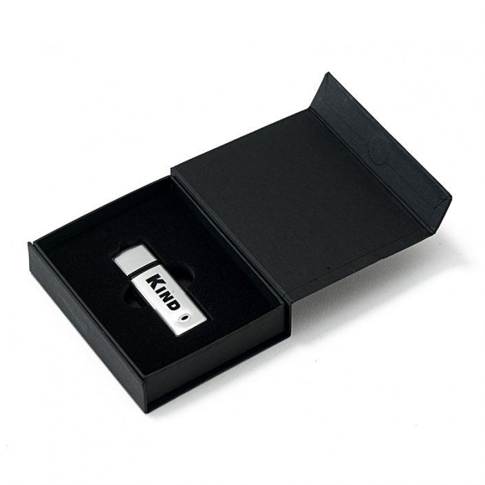 Schwarze Geschenkbox offen